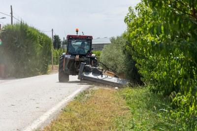 La campanya de desbrossament i manteniment de camins de l'Horta comptarà amb dos tractors per donar millor servei