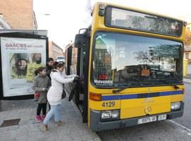 La Paeria millora 11 parades d'autobús amb la instal·lació de noves marquesines