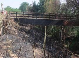 Imatge de la notícia La passarel·la de vianants de fusta de Copa d'Or romandrà tancada fins a la seva reparació