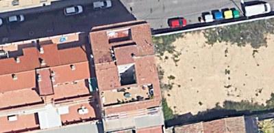 Desallotjats dos pisos per l'esfondrament d'una terrassa al carrer Maials