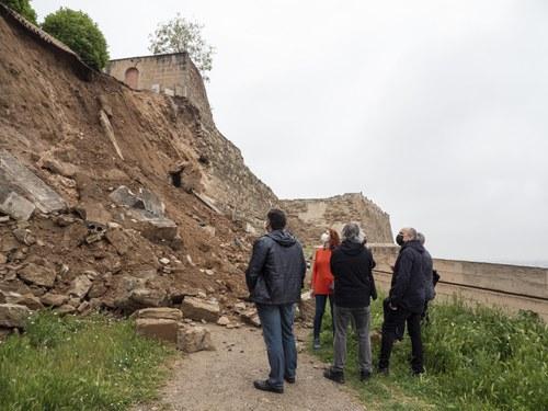 Imatge de la notícia L'Ajuntament de Lleida iniciarà d'urgència els treballs de consolidació del tram de la muralla de la Seu Vella afectada per l'esllavissada