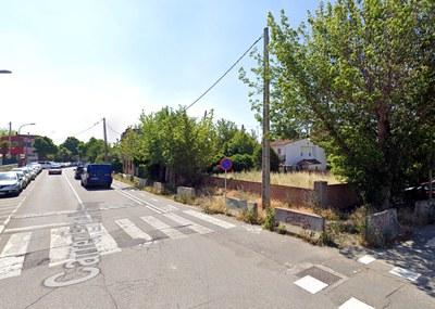 La Paeria millora la seguretat viària al carrer Enric Farreny urbanitzant un tram de vorera pendent