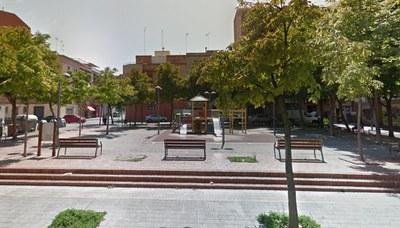 La Paeria renova el paviment de cautxú de tres parcs infantils