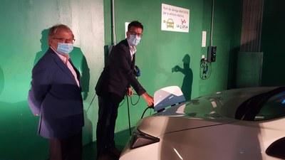 Lleida compta amb dues noves estacions per a la recàrrega de vehicles elèctrics al pàrquing de la Llotja
