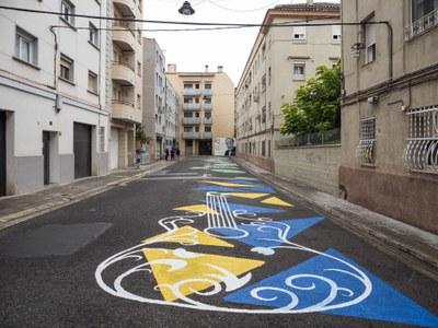 Mural en homenatge al Mestre Emili Pujol en la vianalització del carrer que porta el seu nom