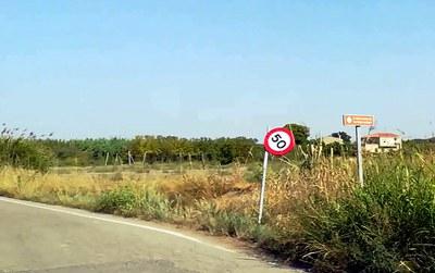 Treballs de reparació de la senyalització viària en camins de l'Horta