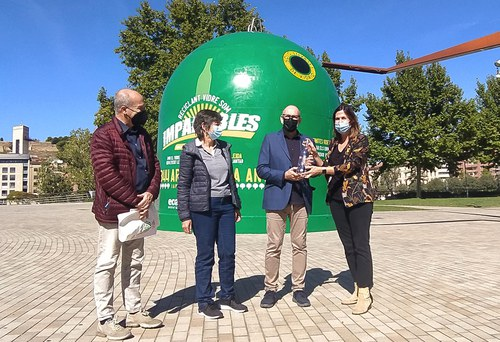 """Imatge de la notícia Arranca a Lleida la campanya """"Reciclant vidre som imparables"""" amb la instal·lació del contenidor de reciclatge més gran del món"""