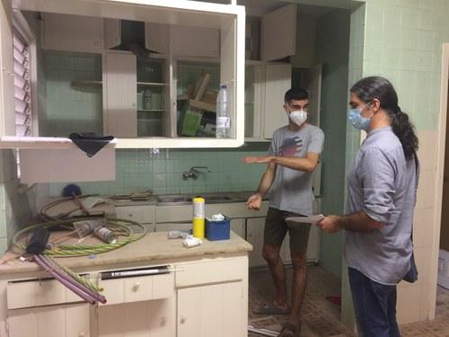 Imatge de la notícia L'EMU cedeix dos habitatges per a un projecte de masoveria urbana per a joves que els reformaran i tindran un lloguer assequible