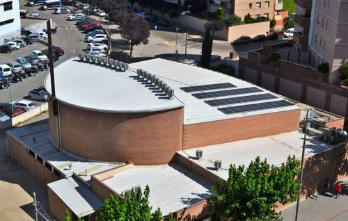 Imatge de la notícia L'església del Pilar instal·la panells solars que també generaran energia per a famílies del barri